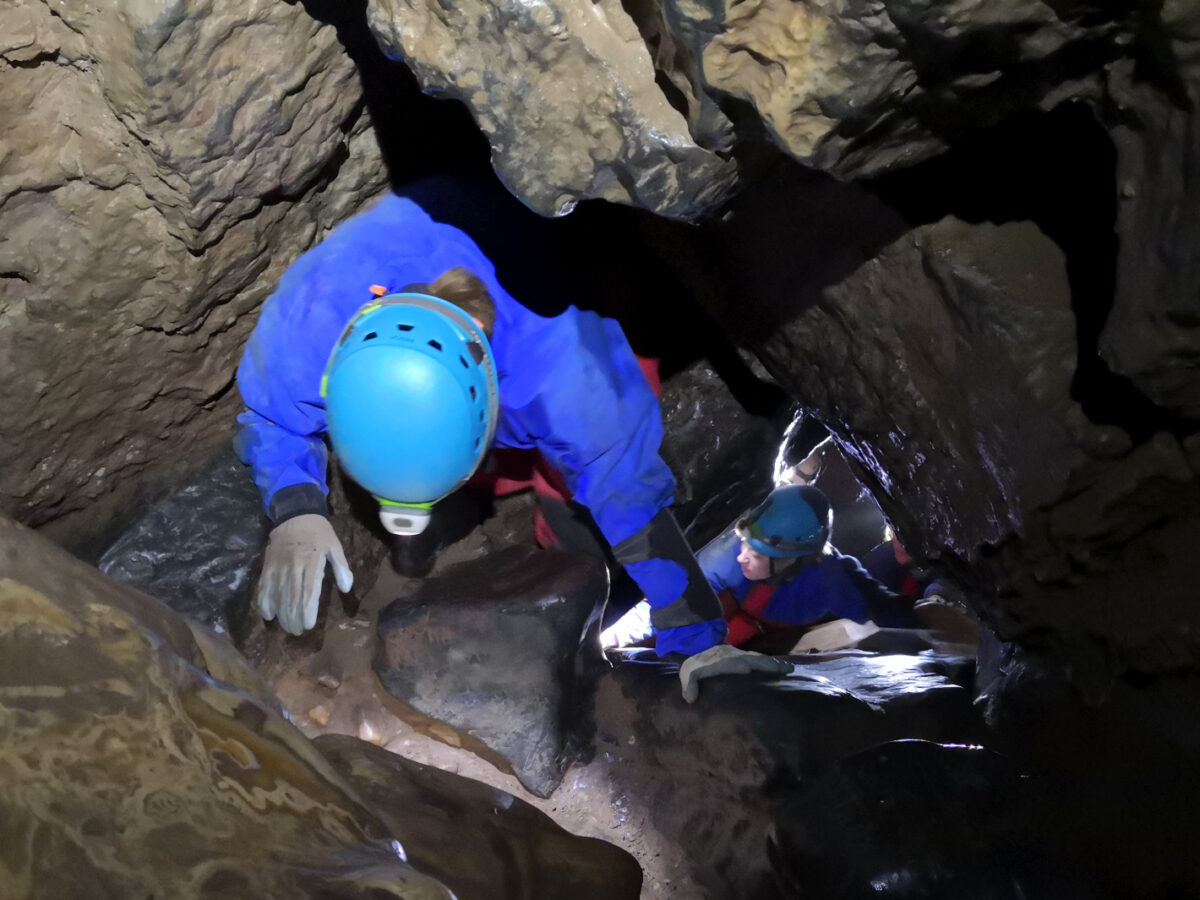 Hens caving group